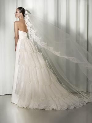 Длинные свадебные платья со шлейфом